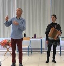 Les élèves de sixième rencontrent des conteurs bretons